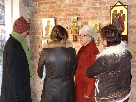 Fr. Deutsch beschreibt ihre Ikonen