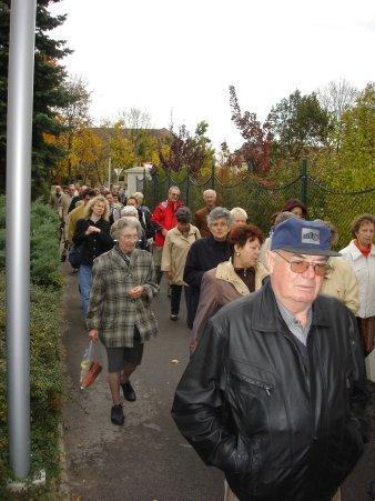 Der Gang zum Pfarrheim durch die Kirchengasse